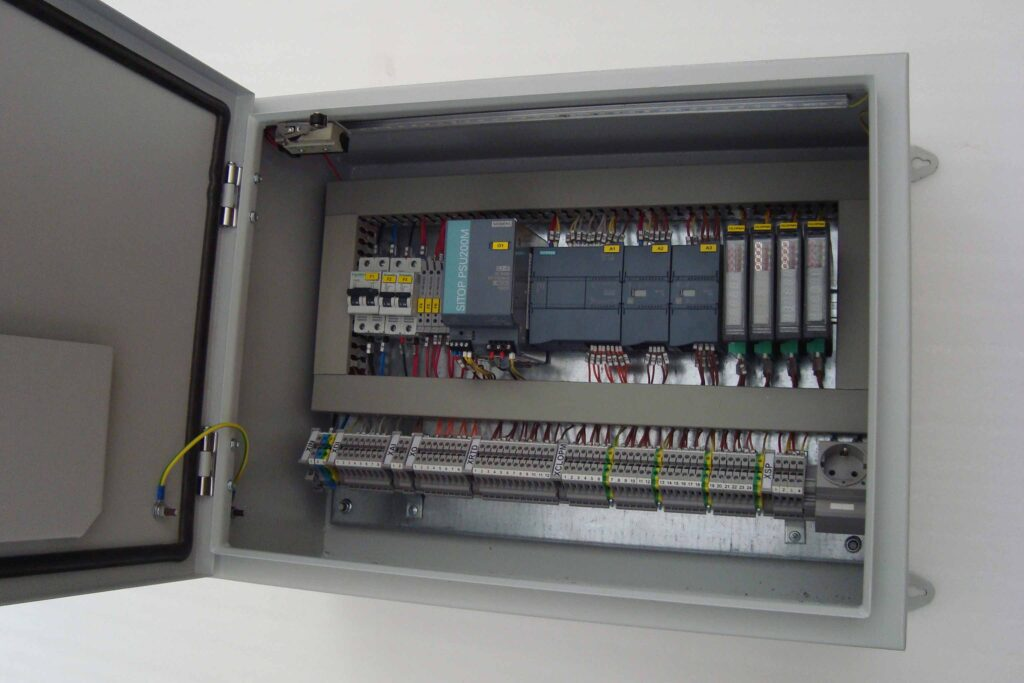 سیستم کنترل و توزین با ارسال و دریافت اطلاعات به صورت وایرلس
